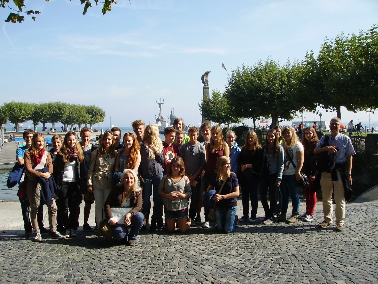 Tour guide Sylvia Grossmann with a Swiss students group